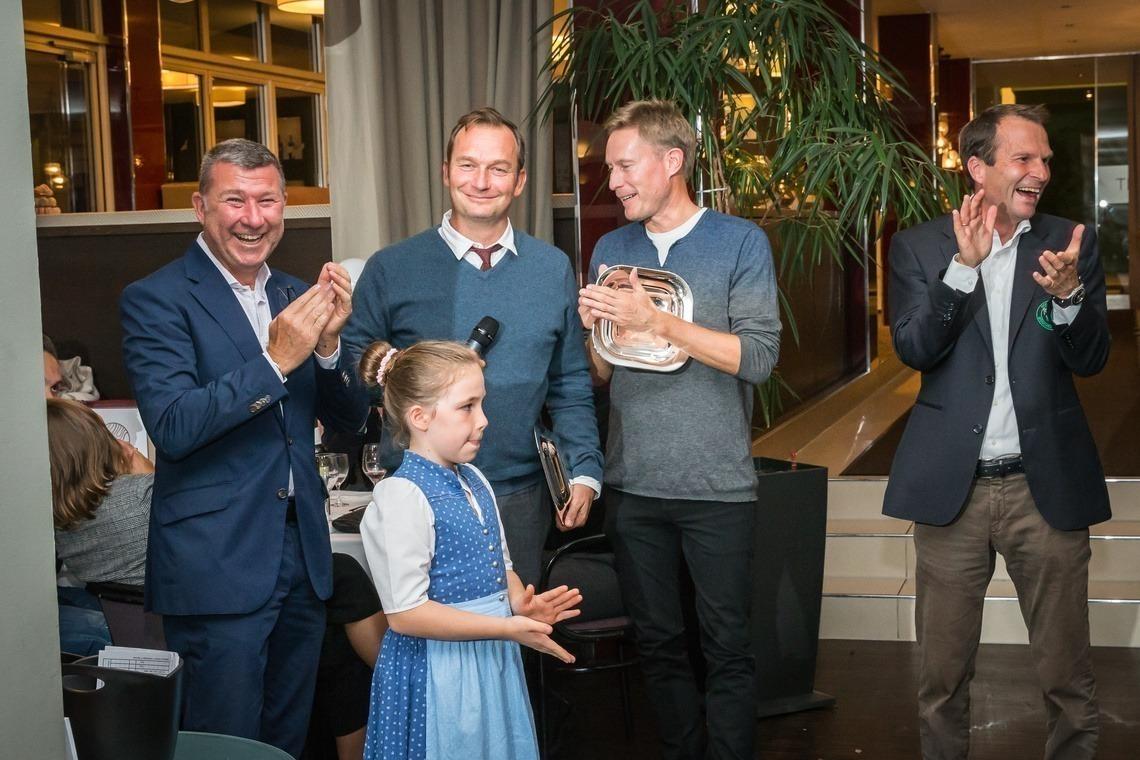 Bruttosieger Tomas Nydahl mit seinem Partner Dr. Peter Merkle, links Novethos-Chef Bernd Glönkler, rechts Eichenrieds Geschäftsführer Wolfgang Michel