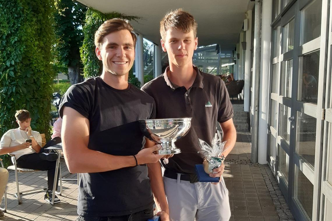 Den Wanderpokal dürfen sie behalten: Gero Lammel, links, und Felix Jakobsson.