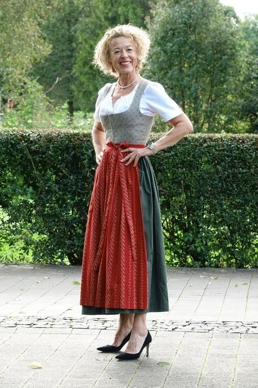 Kornelia Hagenbucher kam wie viele Damen im schönen Dirndl.