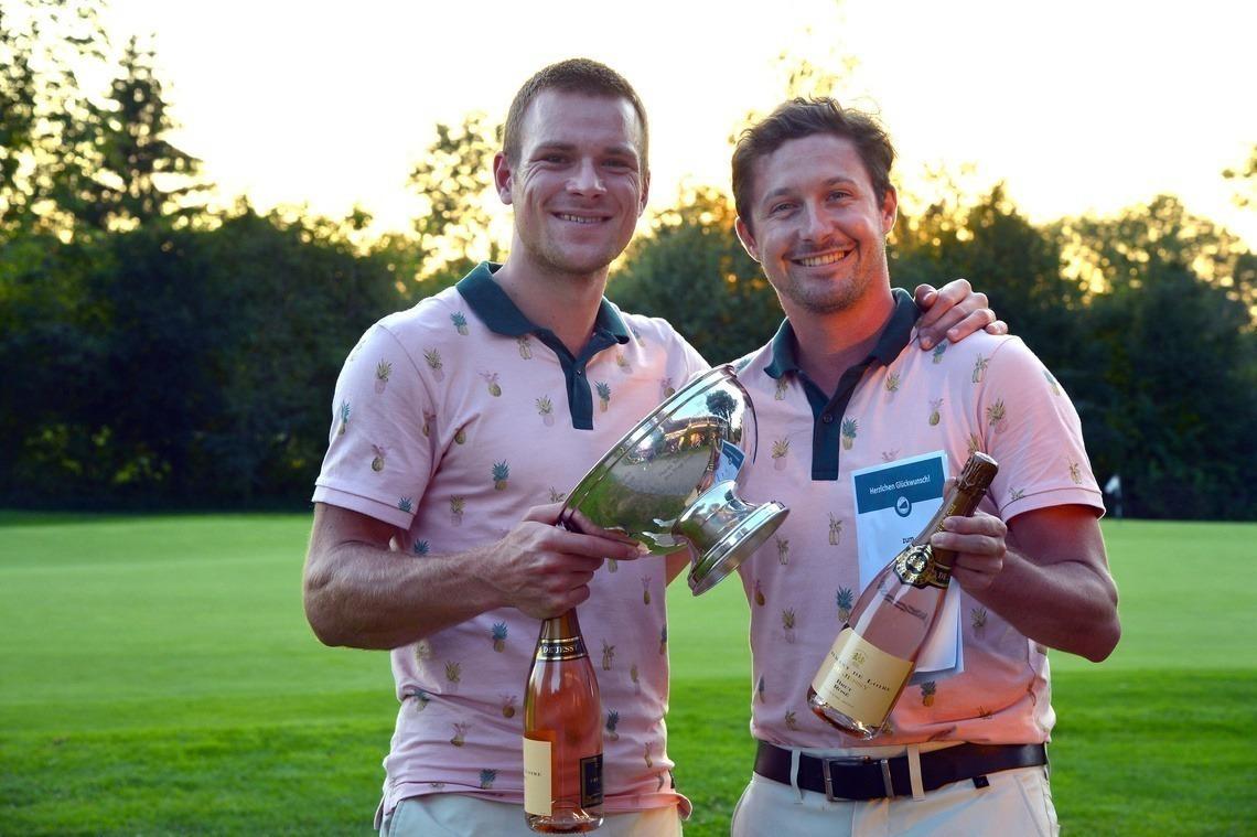 Glückliche Sieger: Julian Hilbertz und Tobias Ebner. Foto: Joe Petrus