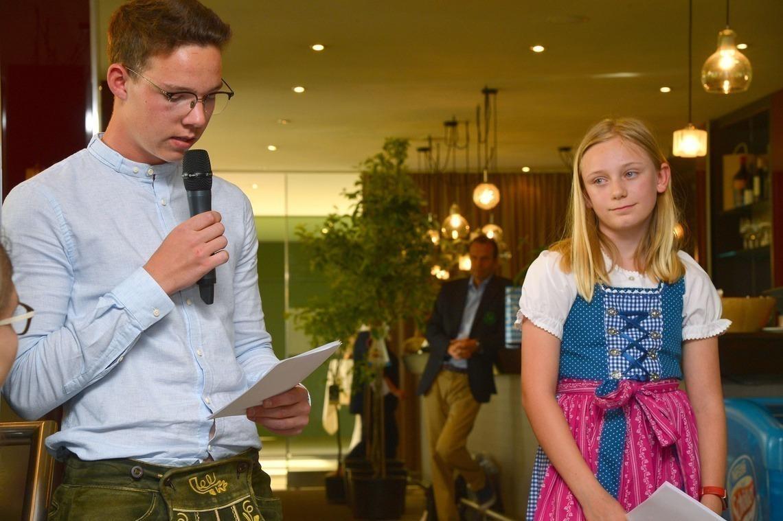Jonas Pippereit, 15, und Chiara Aumann, 11, hielten die Dankesrede der Fördervereinskinder an die Erwachsenen