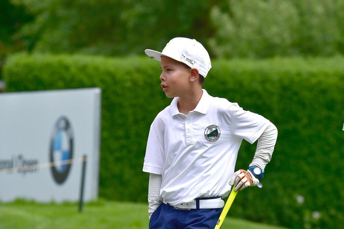 Die Eichenrieder Jugend ging natürlich im Logo-Polo auf die Runde. Hier Michael Mayer, einer von Kens Young Guns Gruppe (= Anwärter für die Mannschaften).