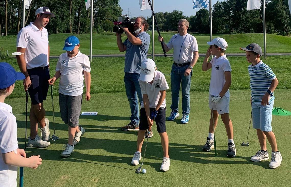 Die Jungen trainiert Philip Ball.