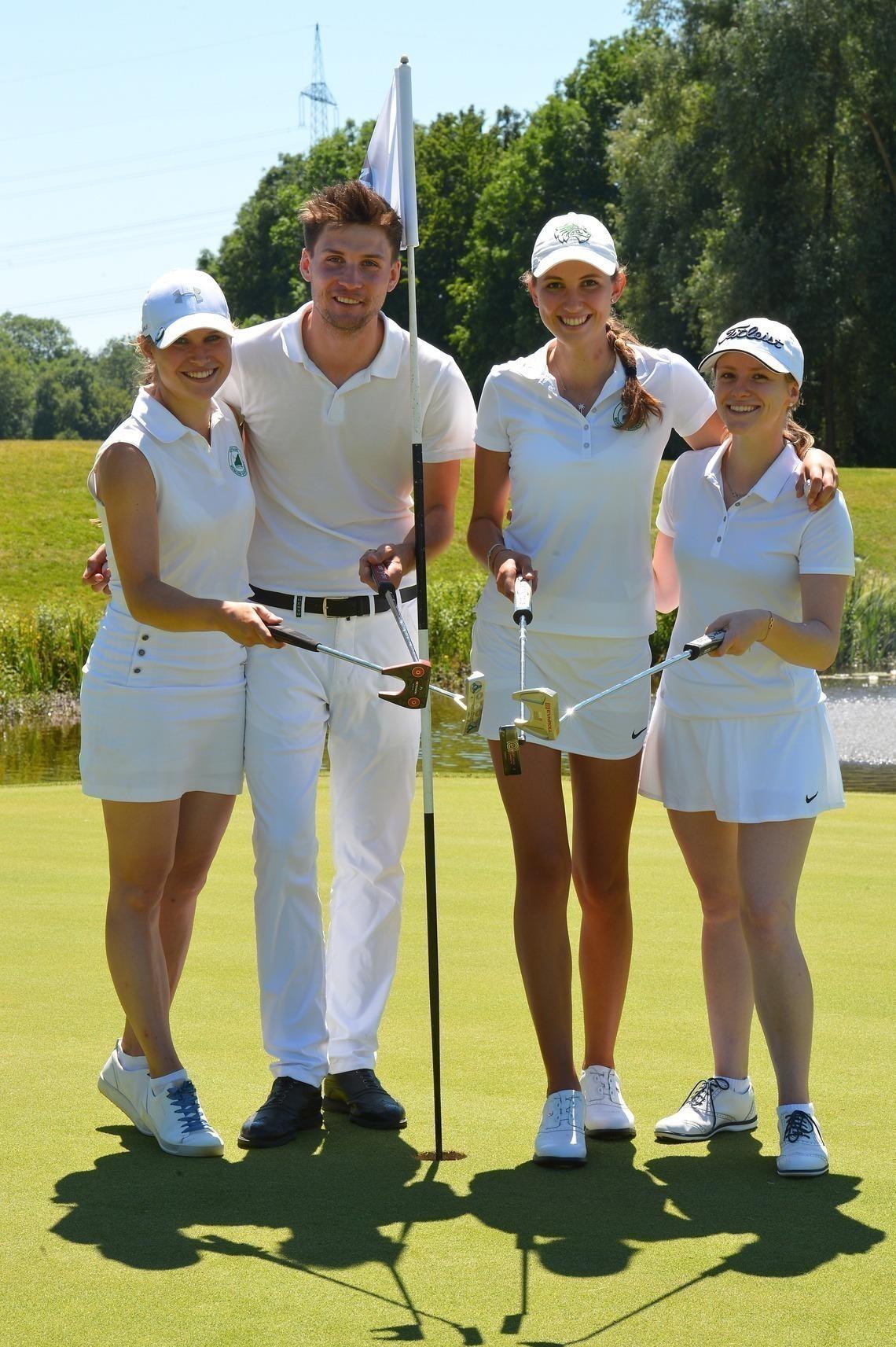 Sieger-Flight: A-Klasse-Siegerin Isabel Jensch mit Max Christian Axhausen, Bruttosiegerin Nathalie Irlbacher und Marlene Resch, 2. der Klasse A