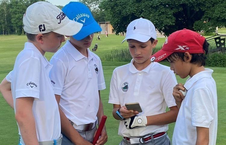 """Auch online immer """"am Ball"""": der Eichenrieder Golf-Nachwuchs"""