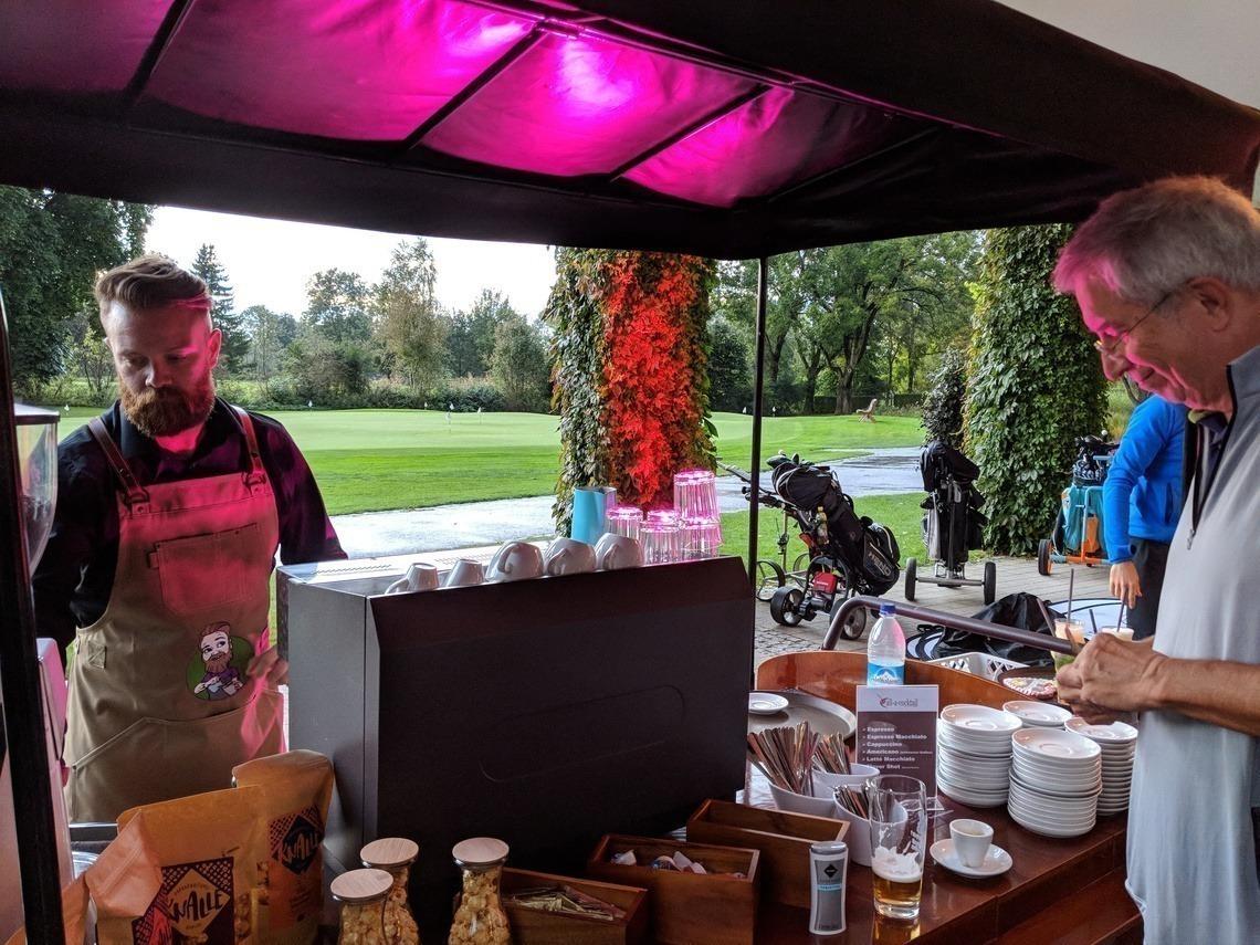 Der Barista von Call-a-Cocktail verwöhnte die Gäste mit Espresso & Co. Foto: H. Rauch