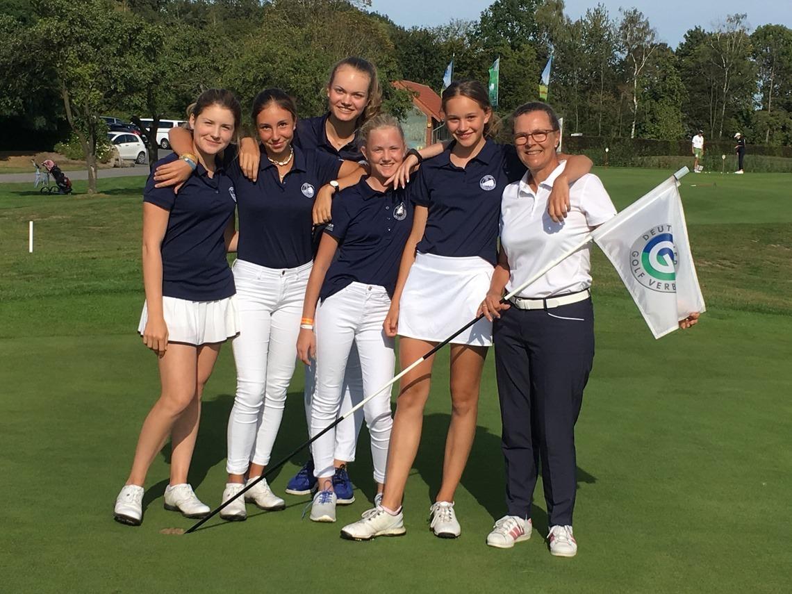 Nach dem ersten Spieltag mit Kapitänin: Amelie Vaubel, Fiona Rassl, Maxima Kofler, Mara Jinks, Marie Bleicher, Kirsten Jinks