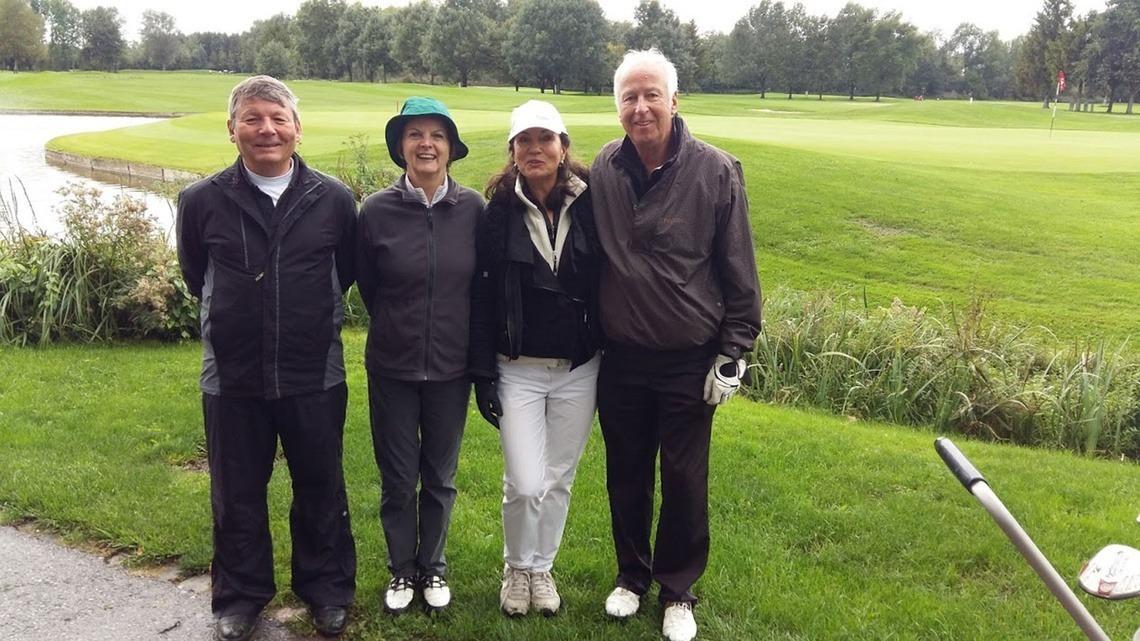 """Der Flight der """"Best dressed golf playerin"""" Inge Bartmann, 2. v. r., mit Pit Brützel, GC Starnberg, Heidi Geyer, GC Wilder Kaiser und ihrem Partner Heribert Knops, GC KIKUOKA, Canach, Luxembourg."""