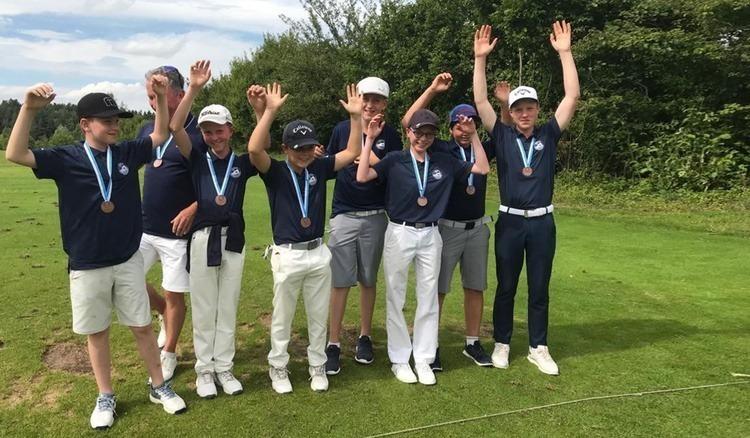 Den Vize-Meistertitel nur knapp verfehlt: das Eichenrieder Jungen-Team AK 14 freute sich auch über Bronze mit ihrem Coach Ken Williams.