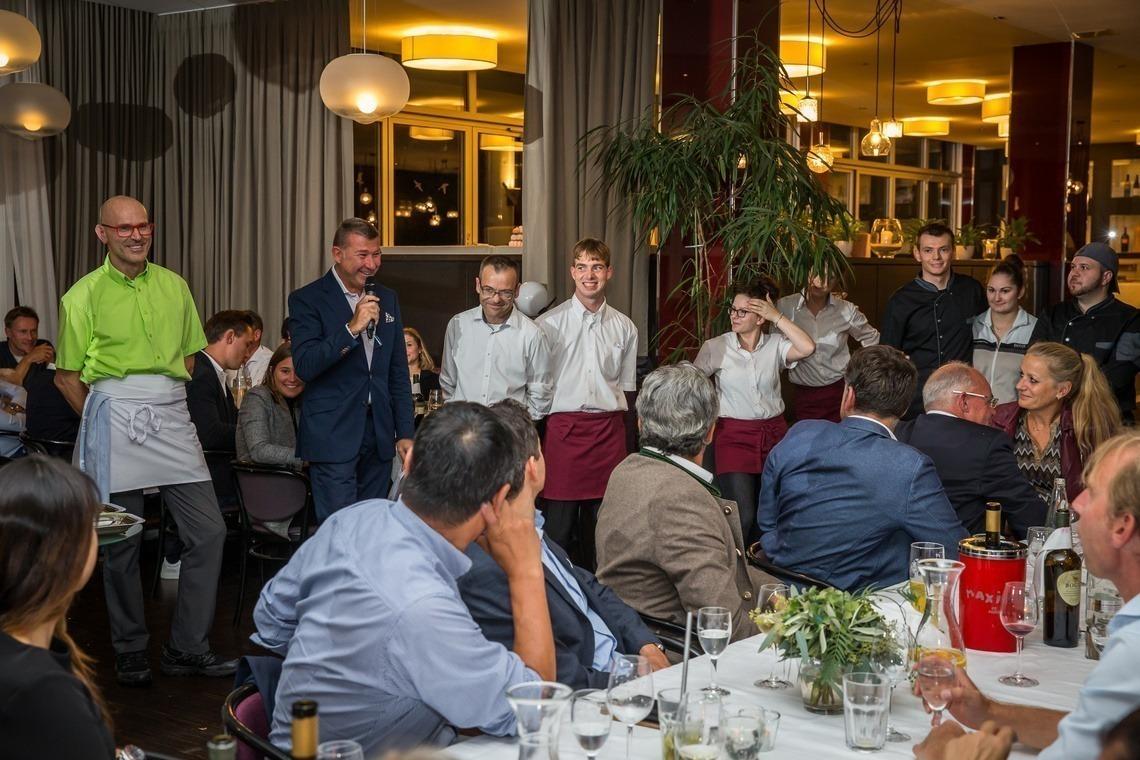 Wirt Uli Sauer mit seinem Gastro-Team, das sich an diesem Abend selbst übertroffen hat.