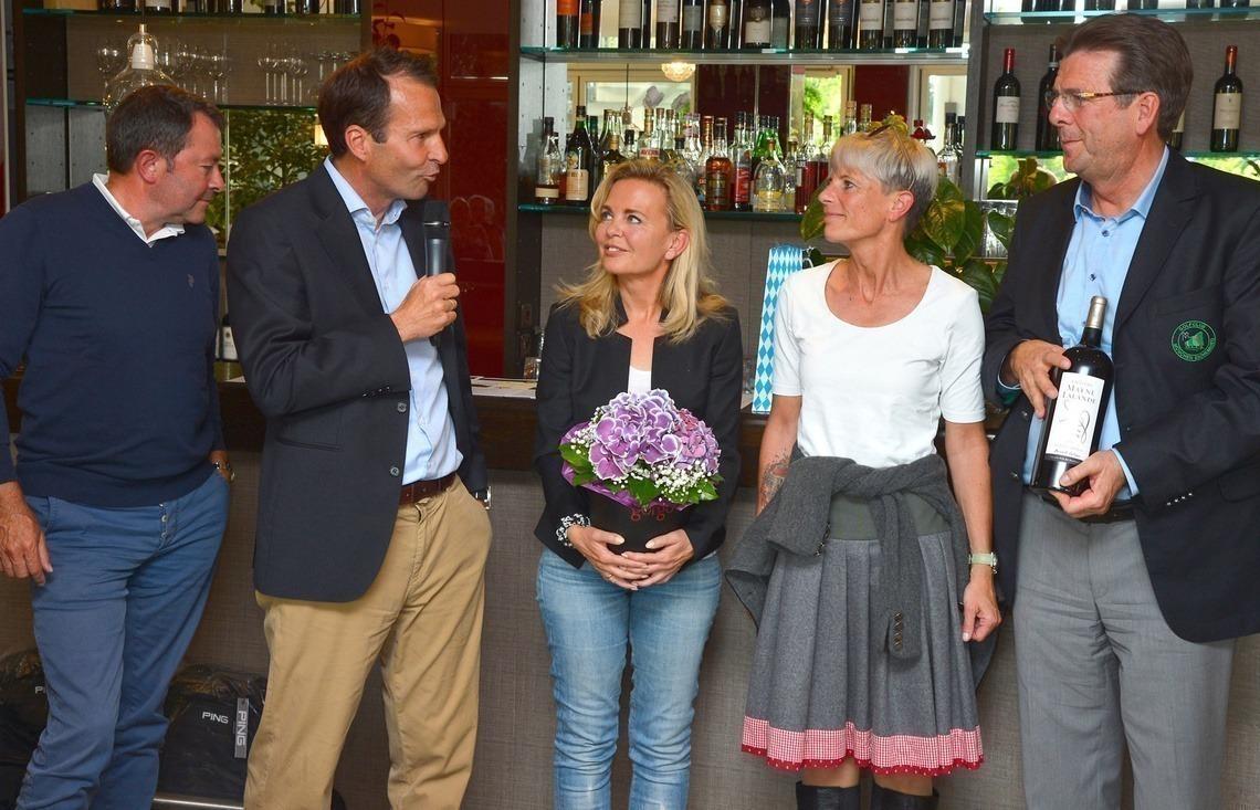 Sepp Roggermaier wurde von Geschäftsführer Wolfgang Michel verabschiedet; Claudia Lammel, Petra Doden und Ingolf Jensch bilden den damenverstärkten Fördervereinsvorstand (v. l. n. r.)