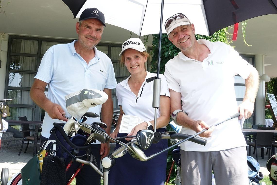 Netto F-Siegerin Maria-Jacinta Roeder von Diersburg mit ihren Flightpartnern Christian Wallner, link, und Edgar Engert